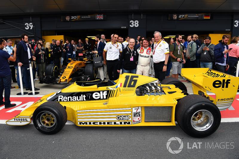 Cyril Abiteboul, Renault Sport F1 Managing Director, Jerome Stoll, Director of Renault Sport F1 and René Arnoux, Renault RS01