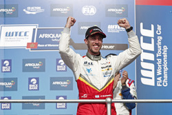 Podium: Race winner Esteban Guerrieri, Campos Racing, Chevrolet RML Cruze TC1