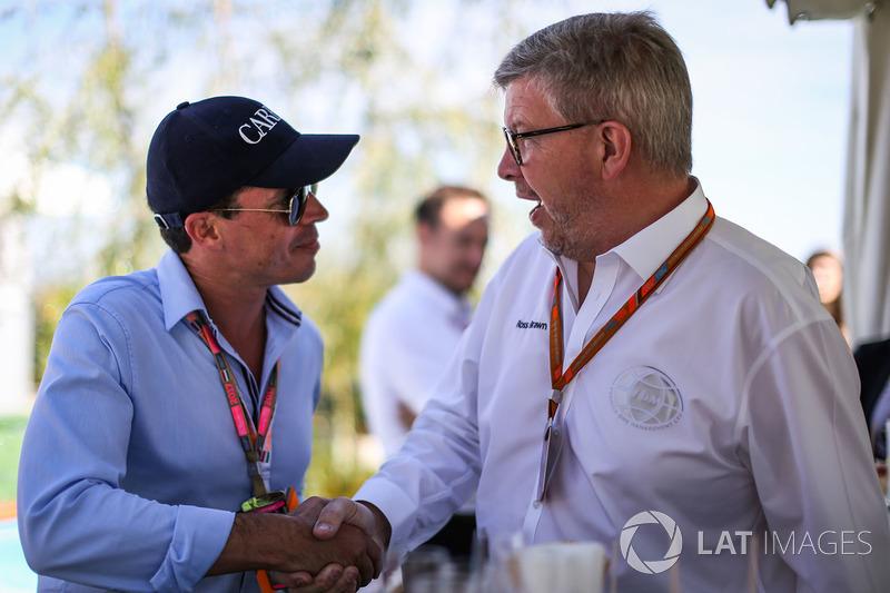 Росс Браун, керуючий директор Motor Sports F1, Алекс Мей, на презентації офіційного напою Ф1 шампанс