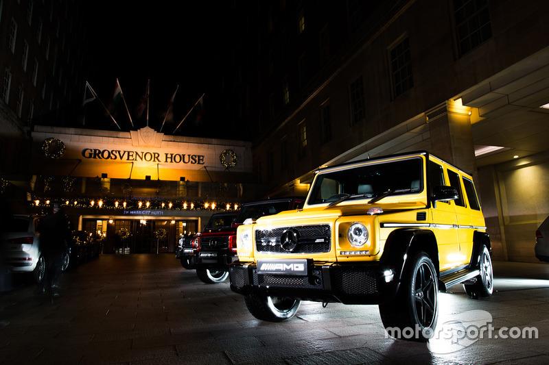 Un Mercedes fuera el Grosvenor House Hotel