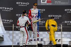 المركز الثاني جايك دينيس، أردين انترناشيونال، الفائز بالسباق نيك دي فريز، آرت غران بري، المركز الثا