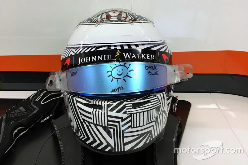 Diseño provisional de casco que Fernando Alonso utilizó en la pretemporada 2017