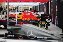F1 araçları gösteriyi bekliyor: Mercedes, Red Bull Racing, Ferrari, Force India, Williams, McLaren, Scuderia Toro Rosso ve Haas F1 Team