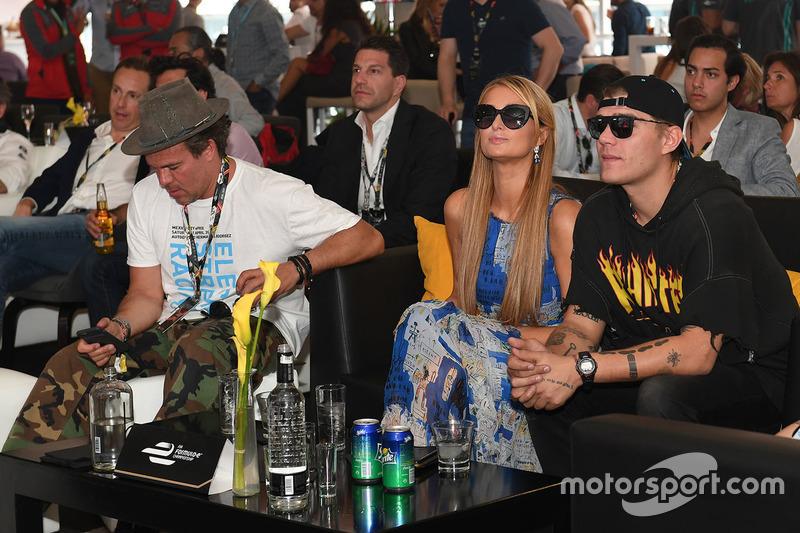 Paris Hilton y Chris Zylka