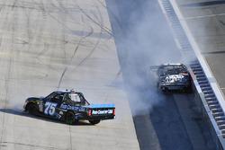 Parker Kligerman, Henderson Motorsports Toyota, John Hunter Nemechek, SWM-NEMCO Motorsports Chevrolet crash