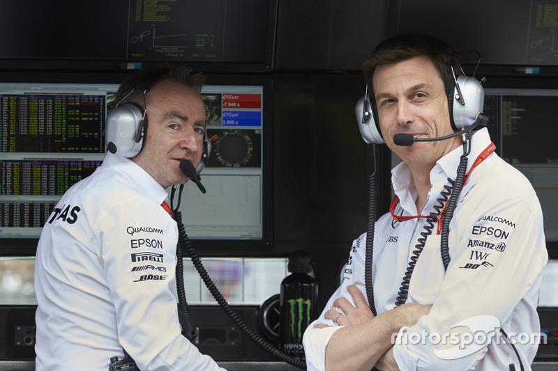 Paddy Lowe, Director Ejecutivo de Mercedes AMG F1, Toto Wolff, Mercedes AMG F1 accionista y Director Ejecutivo