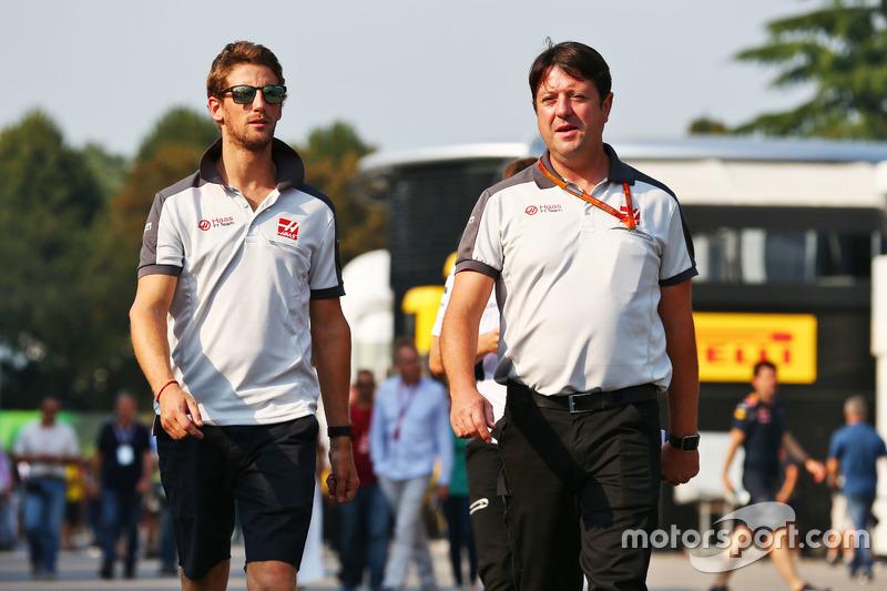 (Da sx a dx): Romain Grosjean, Haas F1 Team con Dave O'Neill, Team Manager Haas F1 Team