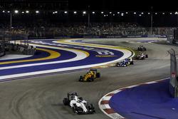 Фелипе Масса, Williams FW38 Mercedes, Кевин Магнуссен, Renault Sport F1 Team RS16 и Маркус Эрикссон,