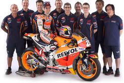 Dani Pedrosa, Repsol Honda Team, junto a su equipo