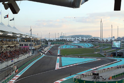 Valtteri Bottas, Mercedes-Benz F1 W08  leads at the start of the race as Kevin Magnussen, Haas F1 Team VF-17 spins