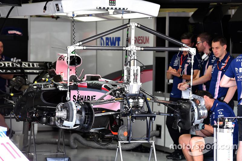Sahara Force India VJM10 dans le garage