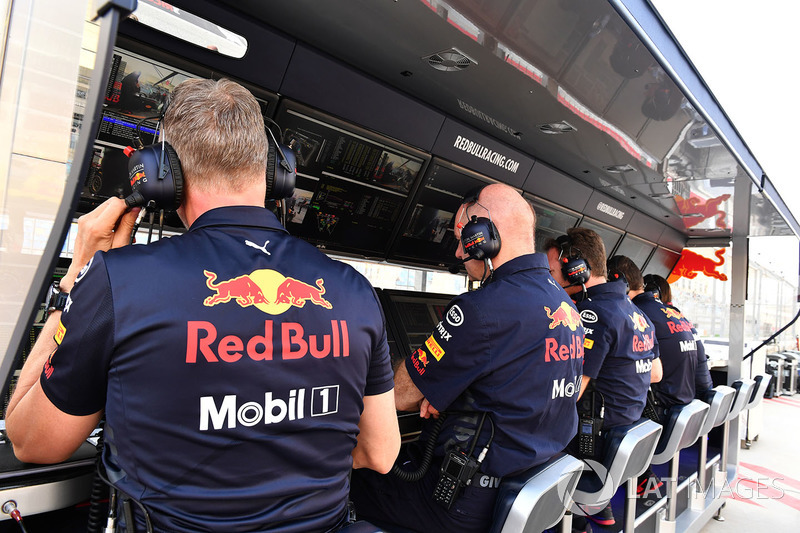 Le muret des stands Red Bull Racing