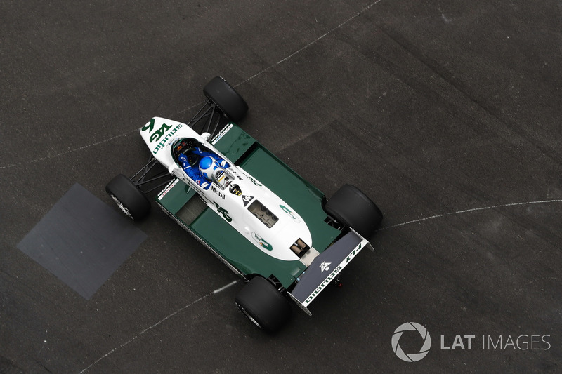 Keke Rosberg drives his championship winning Williams FW08
