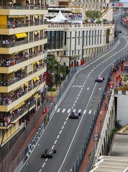 Sergio Perez, Force India VJM11, devant Pierre Gasly, Toro Rosso STR13, et Nico Hulkenberg, Renault Sport F1 Team R.S. 18