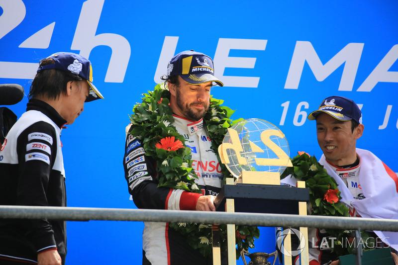 Podio general: ganadores Kazuki Nakajima, Fernando Alonso, Toyota Gazoo Racing