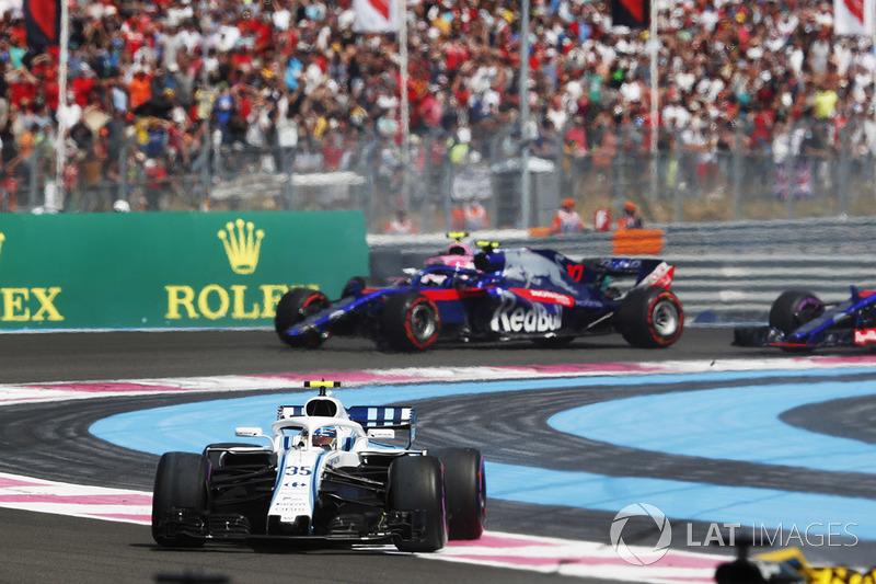 Sergey Sirotkin, Williams FW41, precede Pierre Gasly, Toro Rosso STR13
