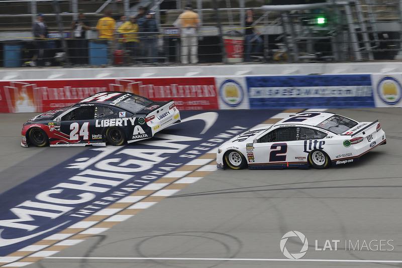 Brad Keselowski, Team Penske, Ford Fusion Miller Lite William Byron, Hendrick Motorsports, Chevrolet