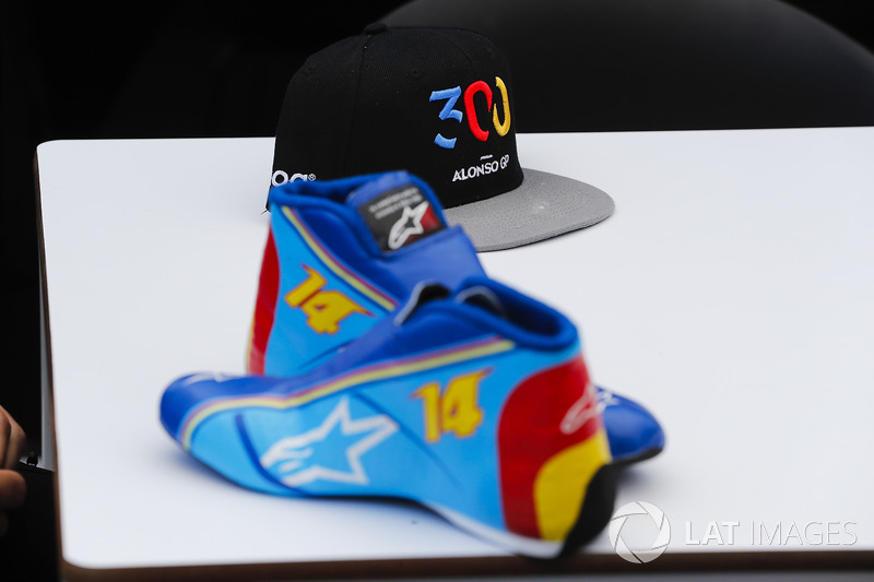 Fernando Alonso, McLaren, shoes and a hat celebrating his 300th Grand Prix appearance
