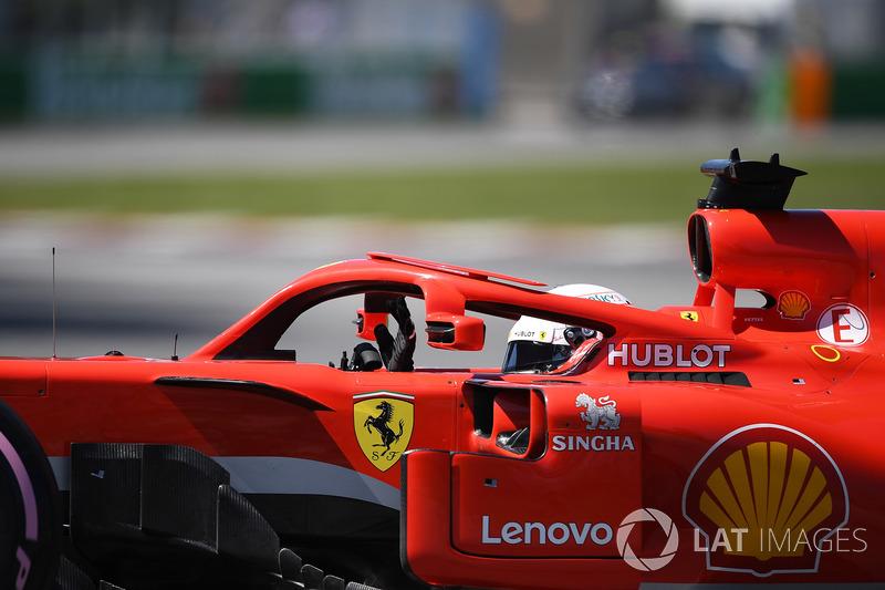 Sebastian Vettel, Ferrari SF71H waves