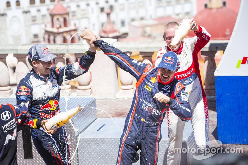 Podium: Sébastien Ogier, M-Sport Ford WRT y Dani Sordo, Hyundai Motorsport, Kris Meeke, Citroën World Rally Team