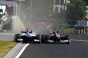 Michael Schumacher, Mercedes GP MGP W01 y Rubens Barrichello, Williams FW32