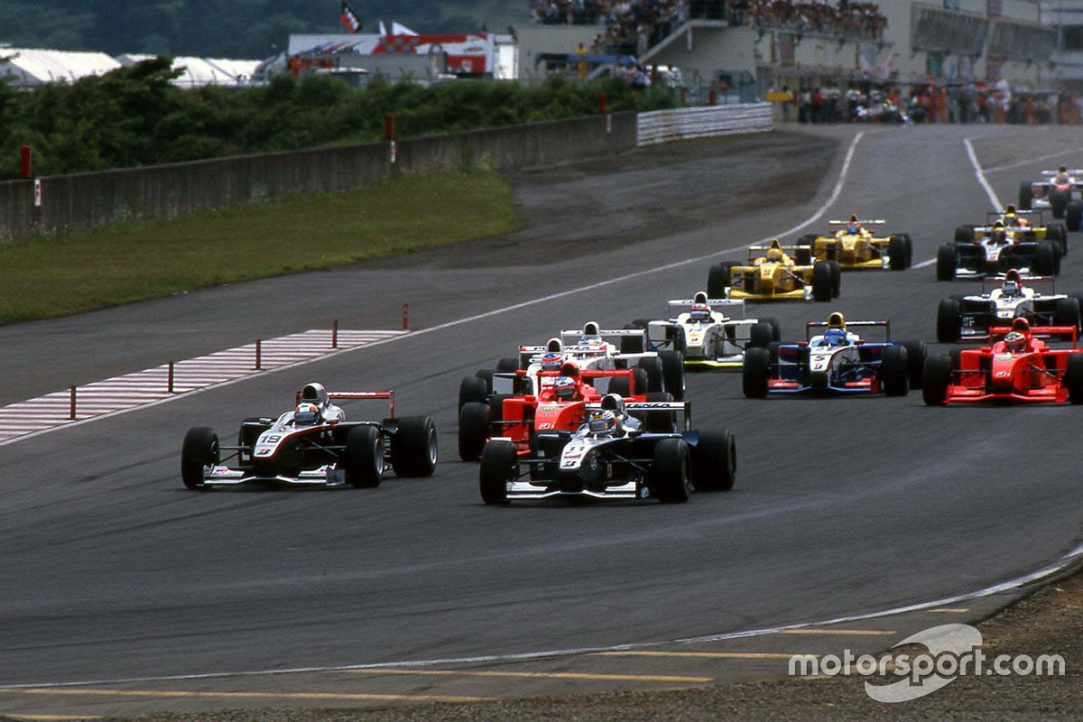 Yuji Tachikawa (11) jostles for position with Satoshi Motoyama (19) for the lead at Fuji, after Takagi stalls on the grid.