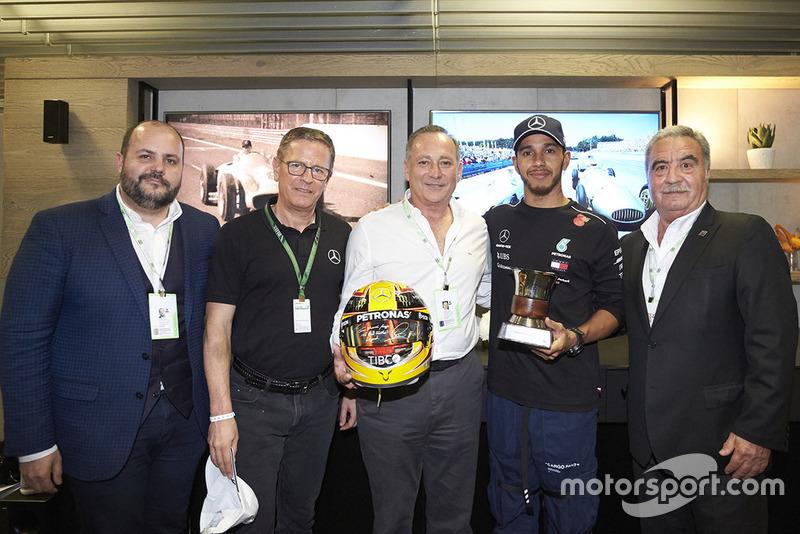 Льюіс Хемілтон, Mercedes AMG F1, та Хуан Мануель Фанхіо ІІ