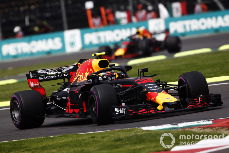 Max Verstappen, Red Bull Racing RB14, y Daniel Ricciardo, Red Bull Racing RB14