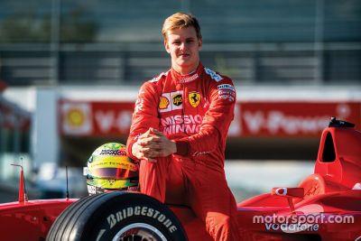 Mick Schumacher conduciendo el Ferrari F2002