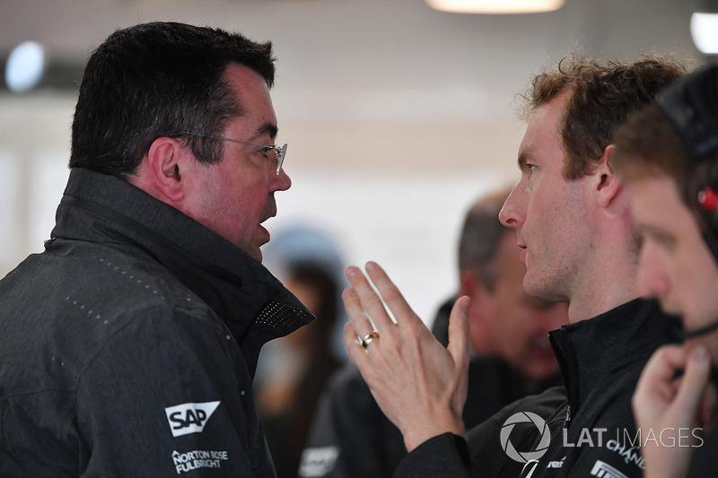 Eric Boullier, Director de carreras de McLaren y Mark Temple, Ingeniero de carrera de McLaren