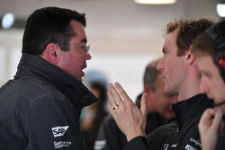 Eric Boullier, McLaren Racing Director and Mark Temple, McLaren Race Engineer