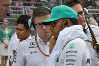 Lewis Hamilton, Mercedes AMG F1 and Peter Bonnington, Mercedes AMG F1 Race Engineer