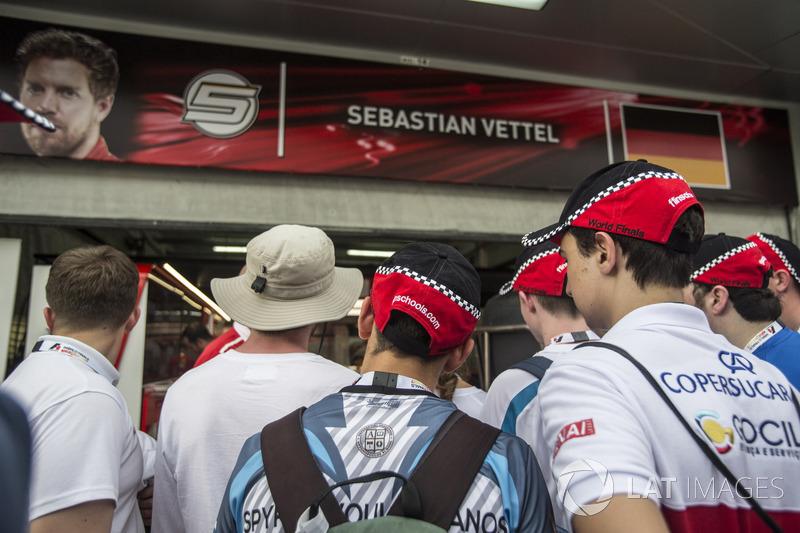F1 in Schools garage tour