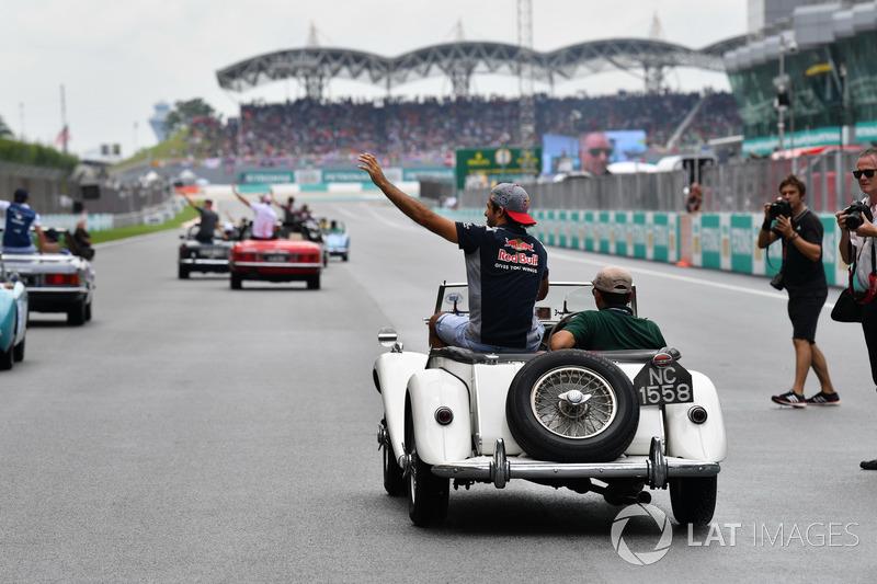 Carlos Sainz Jr., Scuderia Toro Rosso on the drivers parade