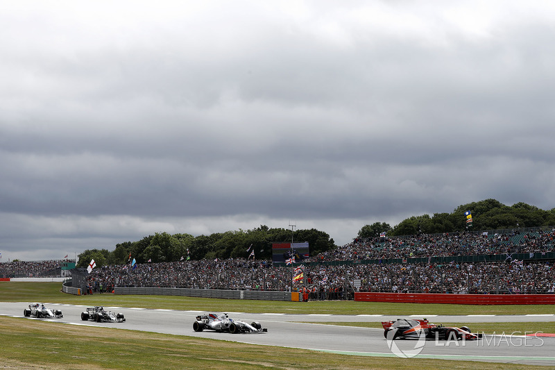 Стоффель Вандорн, McLaren MCL32, Феліпе Масса, Williams FW40, Ромен Грожан, Haas F1 Team VF-17