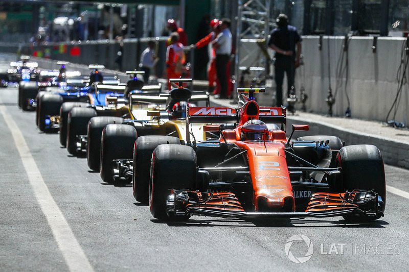 Cars On Line >> Cars Line Up In The Pitlane At Gp Italia
