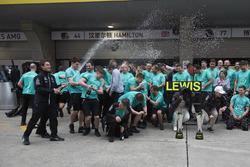 Race winner Lewis Hamilton, Mercedes AMG, and Valtteri Bottas, Mercedes AMG, celebrate with the Mercedes AMG team
