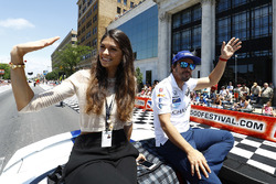 Fernando Alonso, Andretti Autosport Honda with girlfriend Linda Morselli