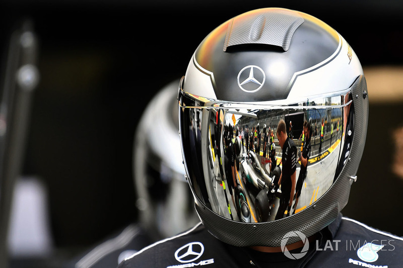 Механікі Mercedes AMG F1 W08 тренують піт-стопи