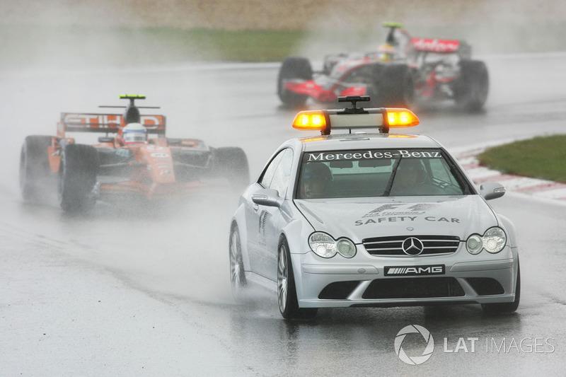 Немец прорвался с последнего на первое место всего за пару кругов, а затем на трассе появился сейфти-кар