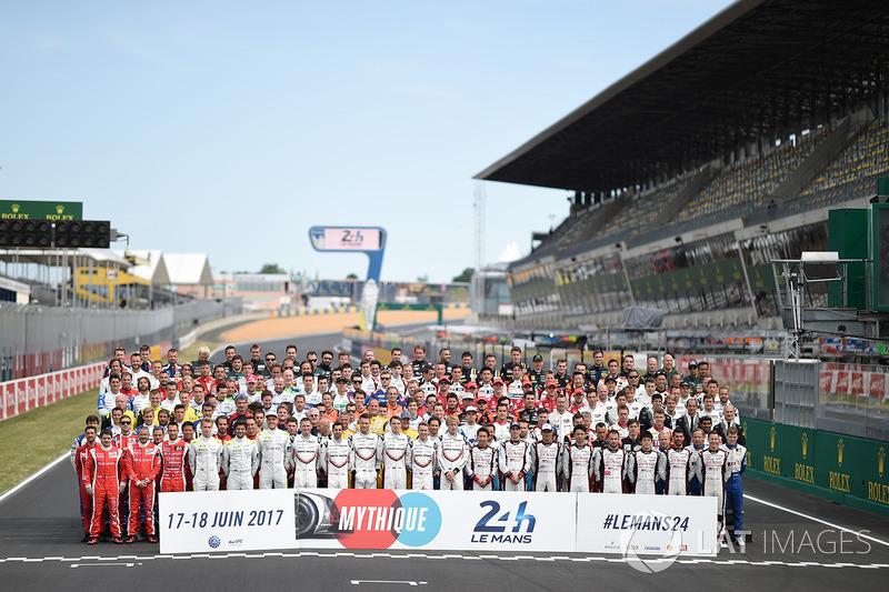 Официальное групповое фото участников
