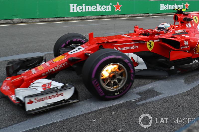 Kimi Raikkonen, Ferrari SF70-H ve yanan ön frenleri