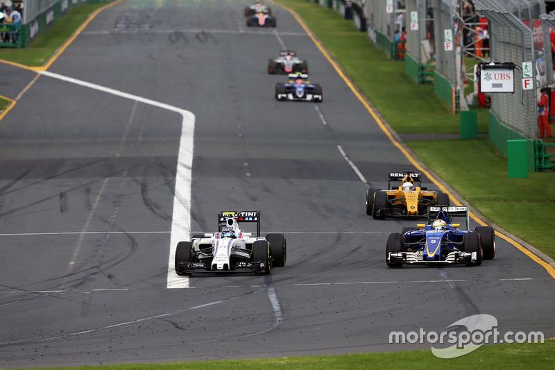 Valtteri Bottas, Williams FW38 and Marcus Ericsson, Sauber C35 battle for position