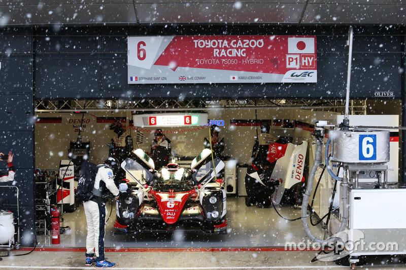 9. #6 Toyota Racing Toyota TS050 Hybrid: Stéphane Sarrazin, Mike Conway, Kamui Kobayashi