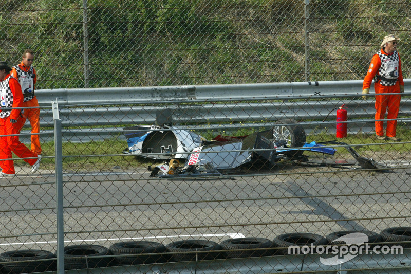 Parts of the heavily damaged car of Peter Dumbreck, OPC Team Phoenix, Opel Vectra GTS V8, after crashing hard into the tyre barriers at the exit of the Arie Luyendijk corner. The car rolled multiple times