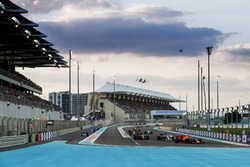 Max Verstappen, Red Bull Racing RB13, Sergio Perez, Sahara Force India F1 VJM10, Nico Hulkenberg, Renault Sport F1 Team RS17, Esteban Ocon, Sahara Force India F1 VJM10 at the start