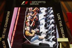 Les participants au F1 ESports dans l'arène