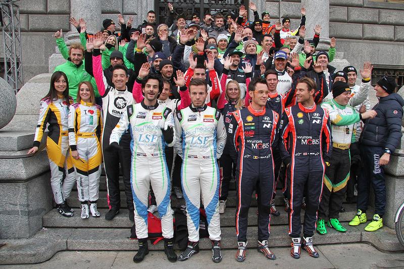 Участники перед стартом гонки