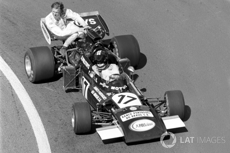 Digione 1974 : Carlos Pace (Williams) carica Ronnie Peterson (Tyrrell)