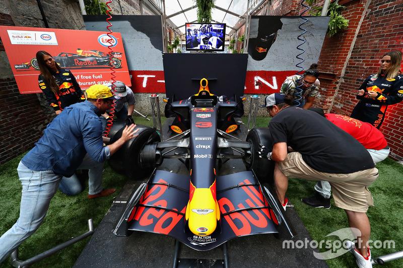 Уболівальники на Red Bull Racing Pit Stop Challenge